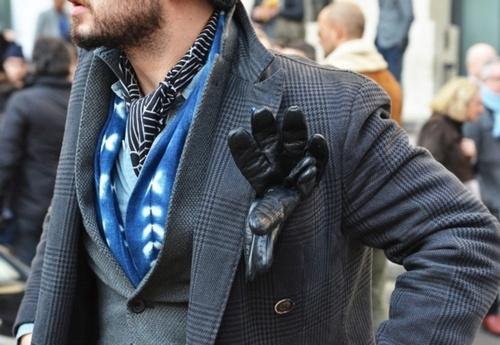 black-leather-gloves