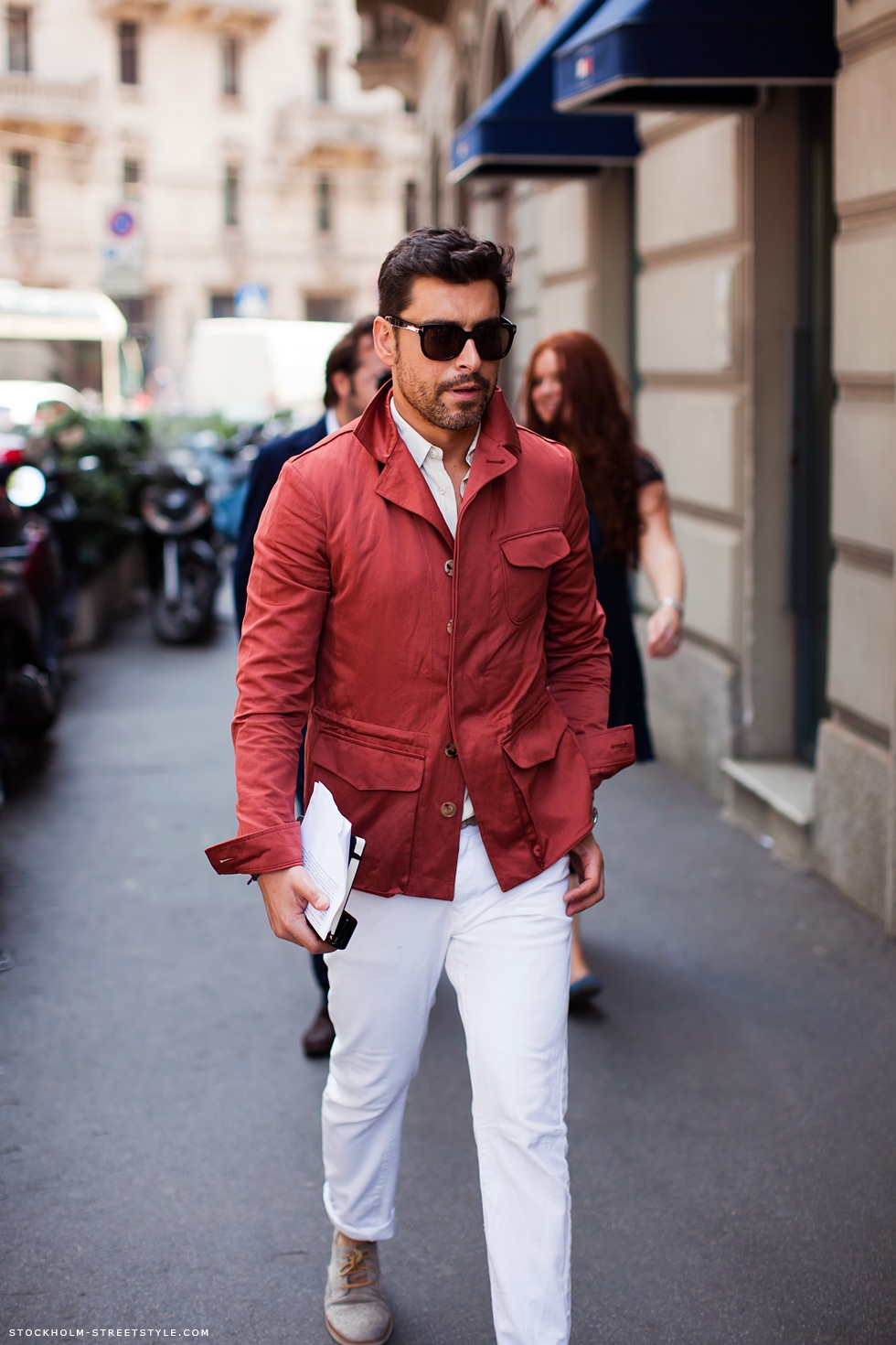 red-jacket-white-pants-streetstyle-stockholm