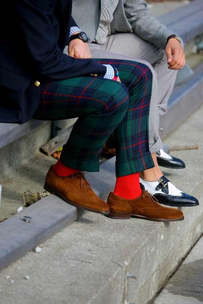 RED-socks-funky-pants-streetstyle-men-650x974